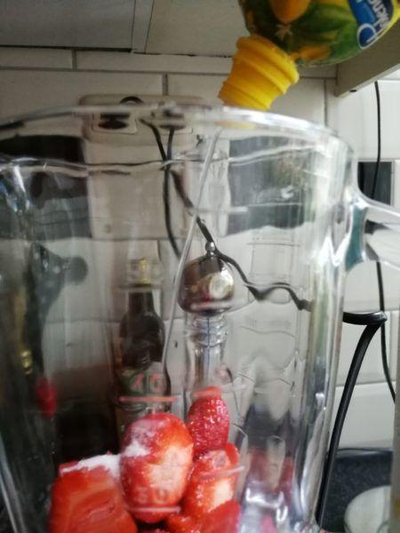 Ingrediënten klassiek recept Frosé Frankrijk suiker rosé wijn aardbei