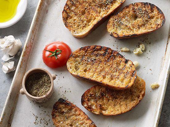Crostini olijfolie geroosterd brood knoflook Italië recept Aperitivo