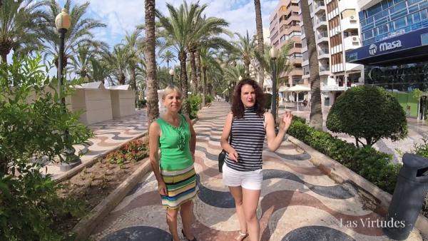 Heskia en Kim op de boulevard in Alicante