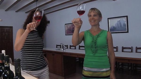 Heskia en Kim wijn proeven bij Las Virtudes Villena