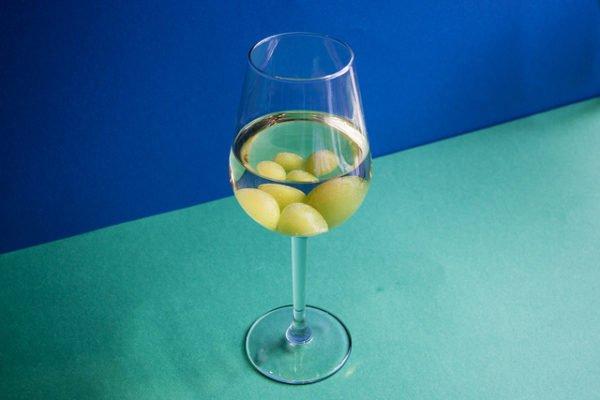 bevroren druiven in de wijn